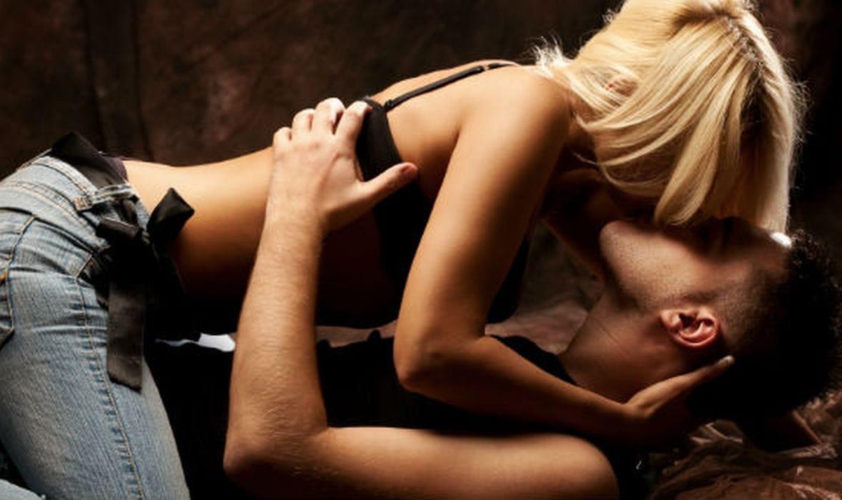 секс с блондинкой она сверху